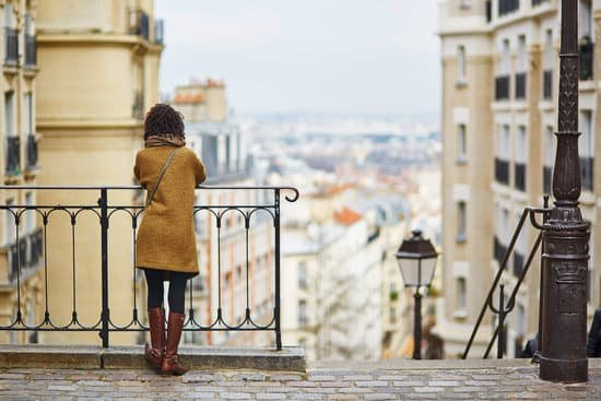 Studying Abroad: Pros and Cons